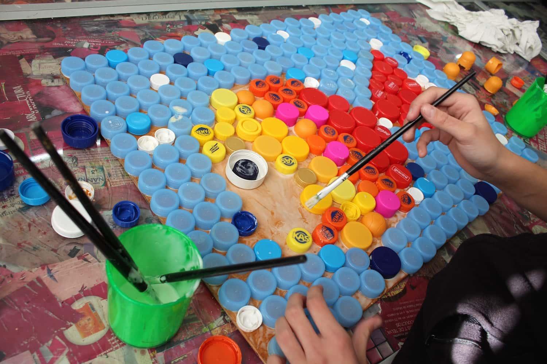 Reciclando Plásticos En Objetos Artísticos