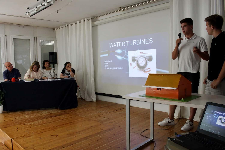 Els Alumnes De 4t D'ESO Presenten El Seu Treball De Recerca, En Anglès