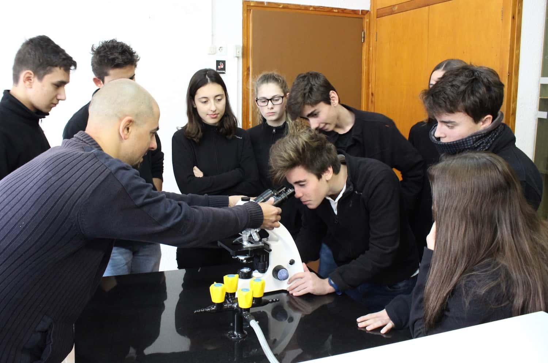 Pràctiques De Biologia Amb El Nou Microscopi De L'escola